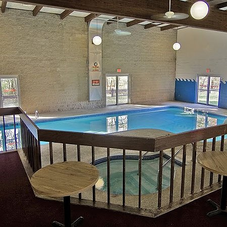 Reedsburg, Ουισκόνσιν: Voyageur Inn Conference Center Pool