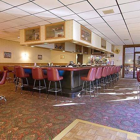 Reedsburg, WI: Voyageur Inn Conference Center Bar