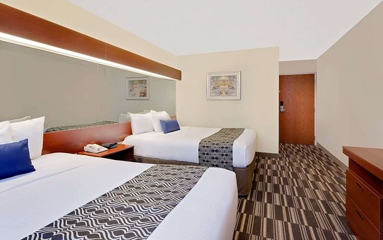 Microtel Inn & Suites by Wyndham Middletown: Guest room