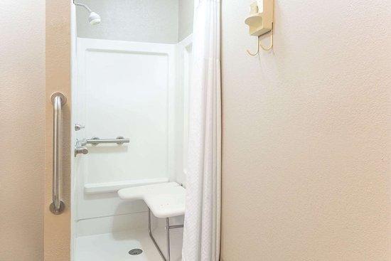 Forest, Миссисипи: ADA Bathroom