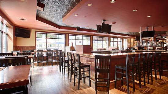 Saint Cloud, MN: Green Mill Restaurant and Bar