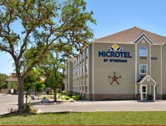 Microtel Inn & Suites by Wyndham San Antonio Airport North: Welcome to the Microtel Inn and Suites San Antonio Airport