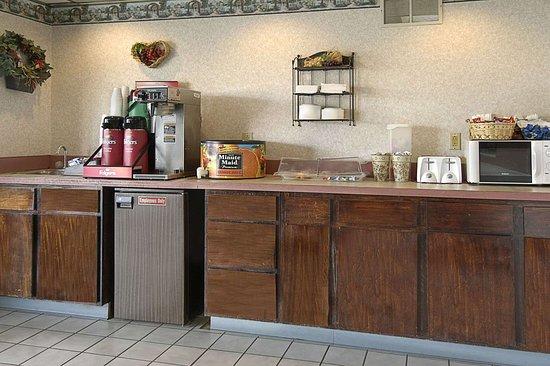 Days Inn by Wyndham Morehead: Breakfast Area