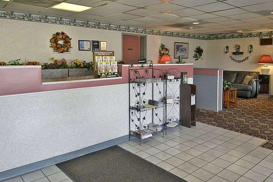 Days Inn by Wyndham Morehead: Front Desk