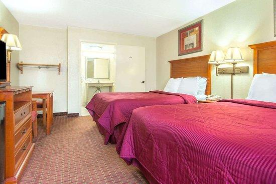 Shorter, AL: 2 Double Bed Room