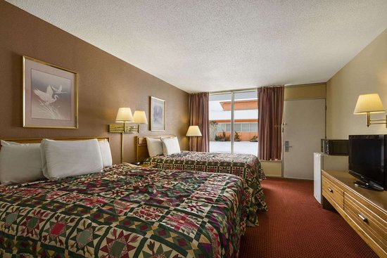White House, TN: Two Double Bed Guest Room