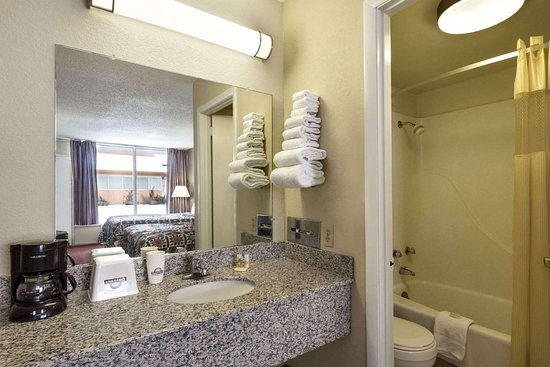 White House, TN: Bathroom