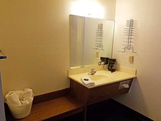 Eloy, AZ: Guest Vanity