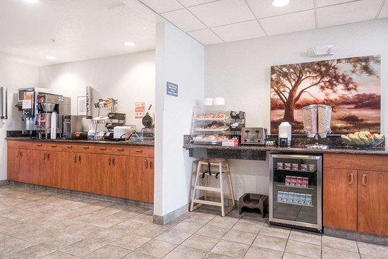 Microtel Inn & Suites by Wyndham Rice Lake: Breakfast Area