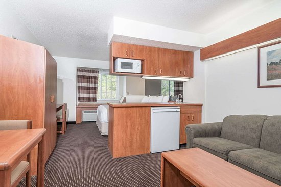 Microtel Inn & Suites by Wyndham Rice Lake: 1 Queen Bed Suite