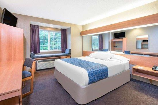 Hazelton, WV: Guest room