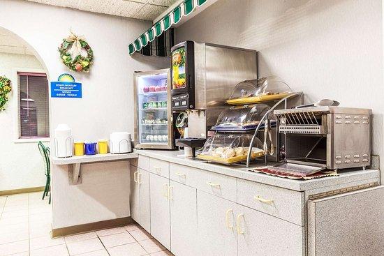Weedsport, NY: Breakfast Area
