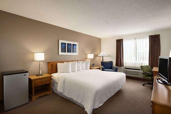 Days Inn by Wyndham Billings: Standard King Bed Room