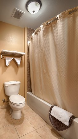 Clarendon, TX: Guest Bathroom