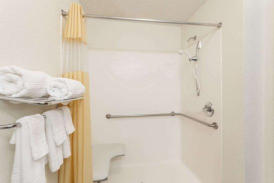 Jesup, GA: Guest room bath