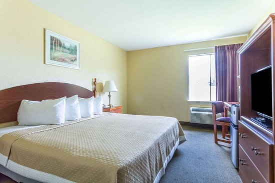 Days Inn by Wyndham Houma la: 1 King Bed Room