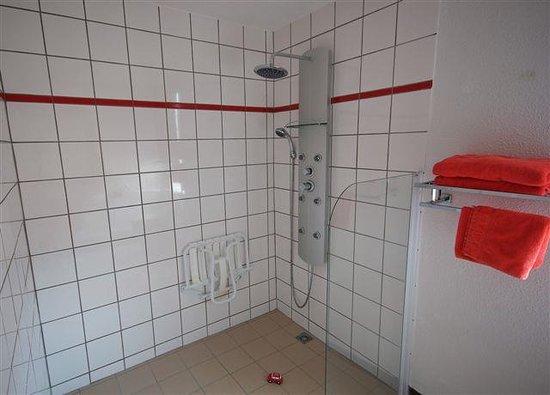 Kyriad Design Enzo Pont A Mousson: Standard Bath