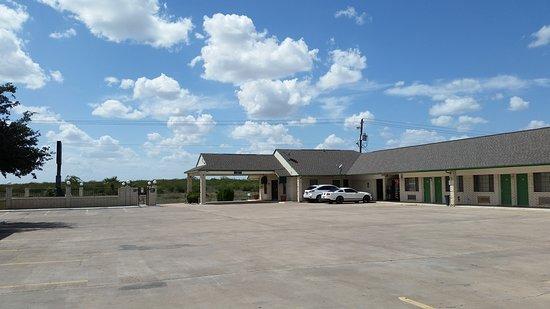 Hebbronville, TX: Exterior View