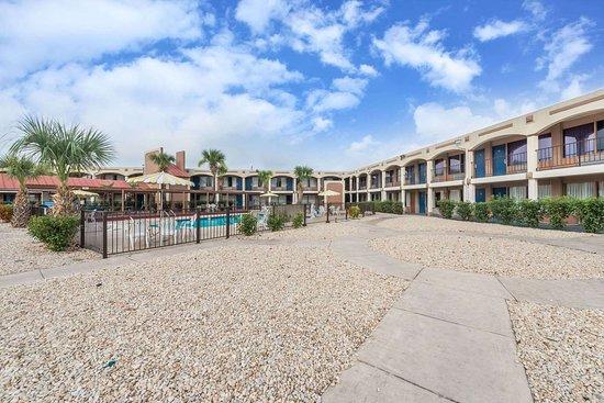 Days Inn By Wyndham San Antonio Splashtown Att Center