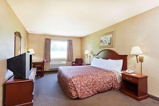 Days Inn & Suites by Wyndham Wynne: 1 King Bed Room