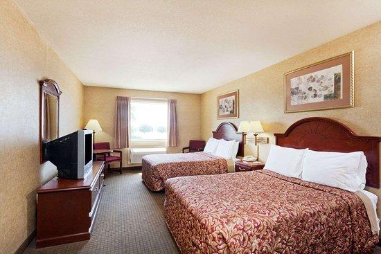 Days Inn & Suites by Wyndham Wynne: 2 Double Bed Room