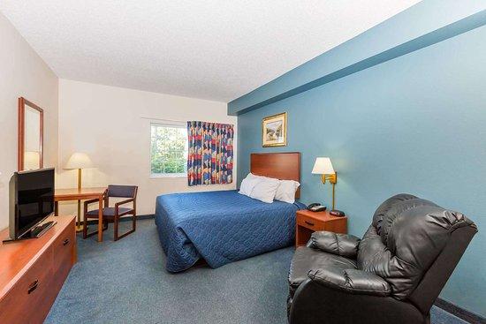 Days Inn by Wyndham Hotel Spencer IA: Guest room