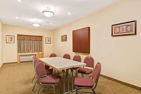Microtel Inn & Suites by Wyndham York: Meeting Room