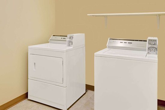 Microtel Inn & Suites by Wyndham York: Laundry