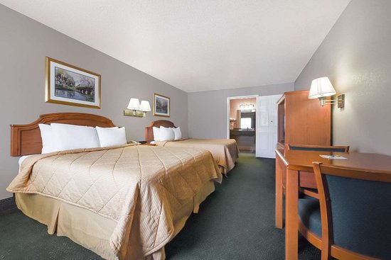 Days Inn by Wyndham Granbury: 2 Queen Bed Room