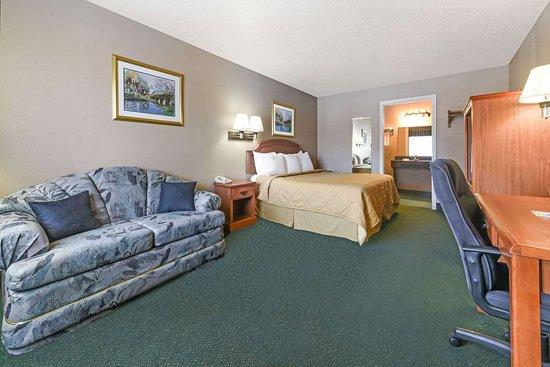 Days Inn by Wyndham Granbury: 1 King Bed Suite