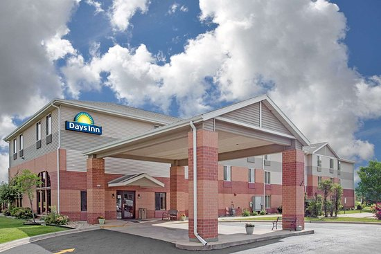 Days Inn by Wyndham Madison NE/Windsor: Exterior