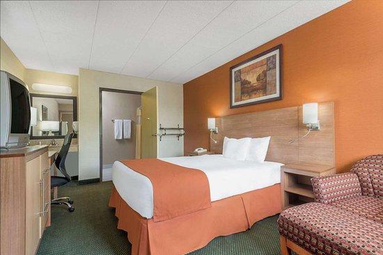 Days Inn by Wyndham Columbus Fairgrounds: Guest room