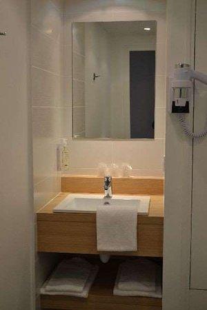 Brit Hotel Les Alizes: Guest room