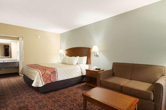 Weldon, Carolina del Norte: 1 King Bed Room