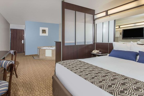 Microtel Inn & Suites by Wyndham Klamath Falls: Suite