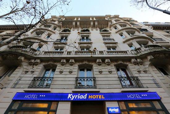 Kyriad Paris 18 - Porte De Clignancourt - Montmartre: Facade 3
