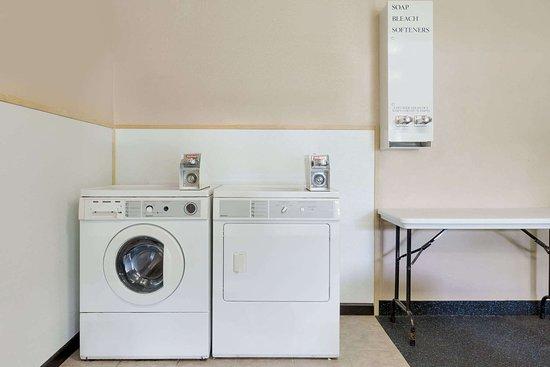 Days Inn by Wyndham Galleria-Birmingham: Laundry Facilities