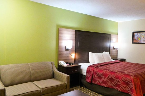Russellville, KY: Guest room with sofa sleeper