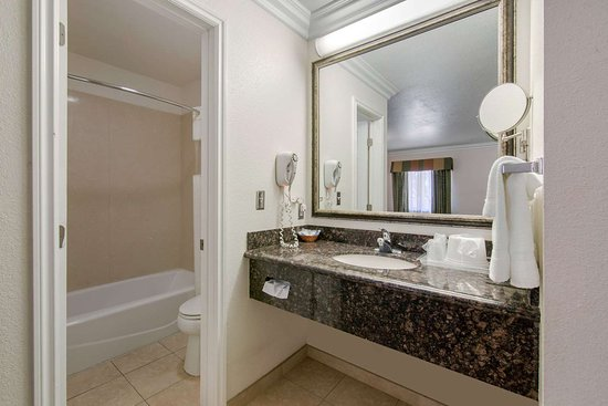 Adelanto, Kalifornien: Bathroom in guest room