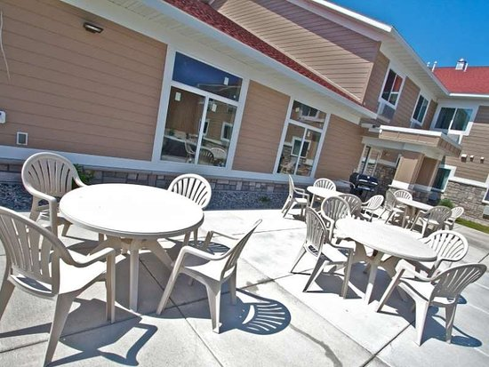 Parkers Prairie, MN: GrandStay Patio