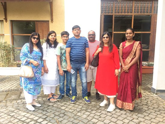 Kunjithanny, Hindistan: Happy guest Mr Mukesh Agarwal and family.