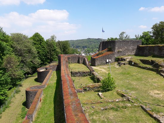 Le chateau de La Roche a Herbeumont