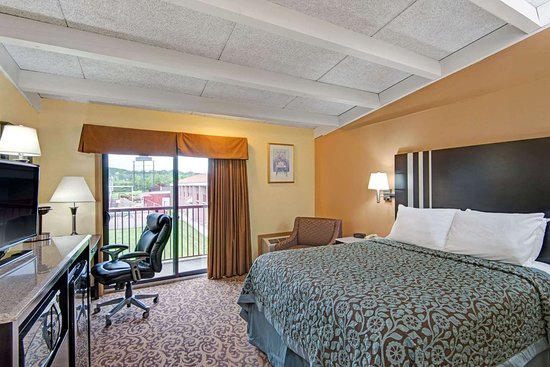 Days Inn by Wyndham Washington: One King Room