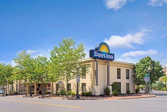 Days Inn By Wyndham Silver Spring  84    U03368 U03369 U0336