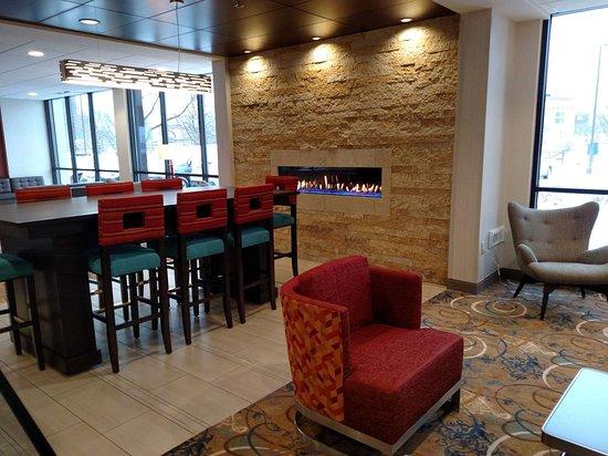 Best Western Plus Capitol Ridge: Fireplace