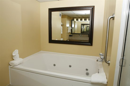 Best Western Plus Goldsboro: Two Room Suite with Whirlpool Tub