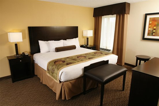 Best Western Plus Goldsboro: Two Room Suite with King Bed