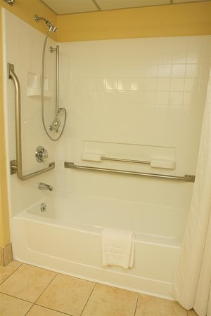 Best Western Plus Goldsboro: Mobility Accessible Guest Bathroom with Tub