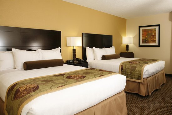 Best Western Plus Goldsboro: Double Queen Rooms are Great for a Family Stay!
