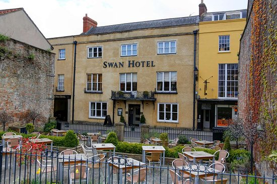 Best Western Plus Swan Hotel: swan hotel grounds and hotel